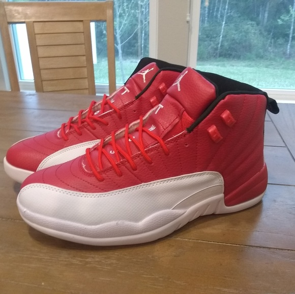 2954184780337 Red and white nike shoes